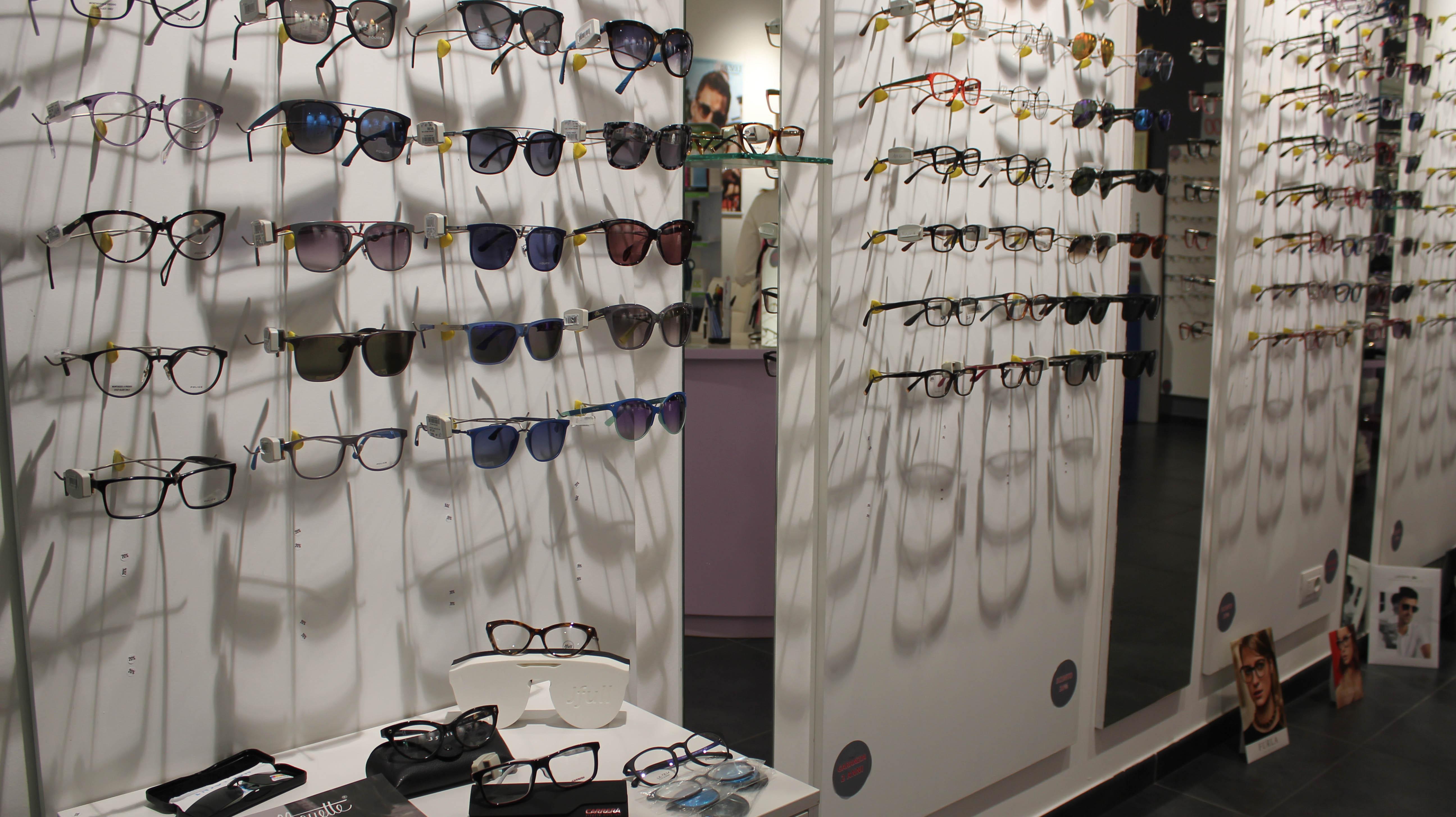 Vieni in negozio a scegliere i tuoi occhiali da vista o da sole!